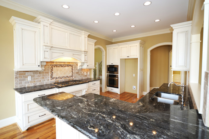 Kimboleeey white kitchen cabinets with granite for Black kitchen cabinets with white marble countertops